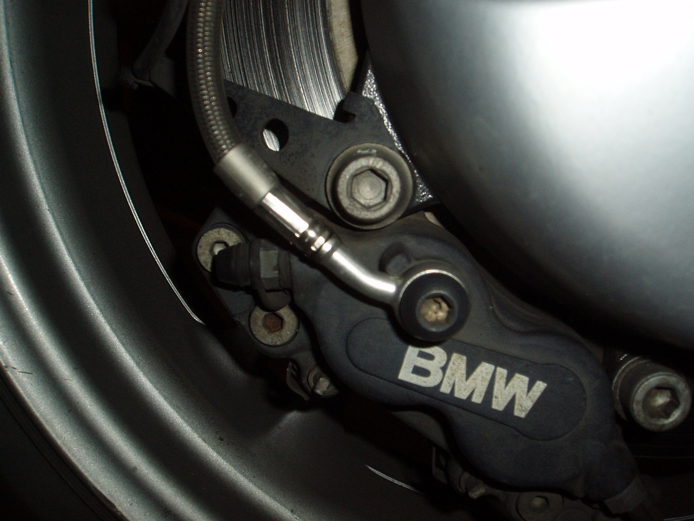 Spiegler brake lines: angle of the rear banjo fitting? - BMW