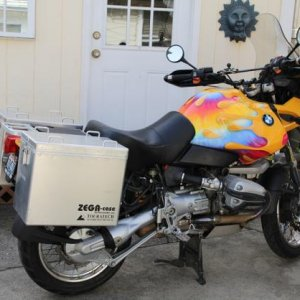 2001 R1150GS with custom painted Adventure fuel tank