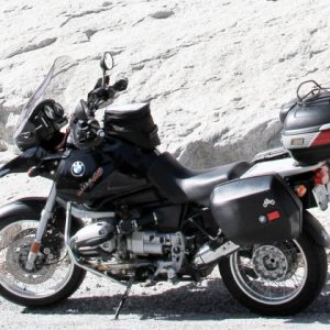 2000 R1150GS next to granite rockface during trip to Yosemite NP in 2019